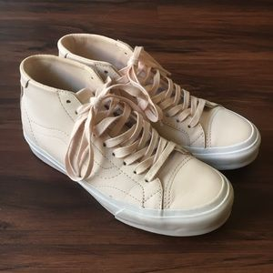 Vans Leather Court Mid DX Shoes